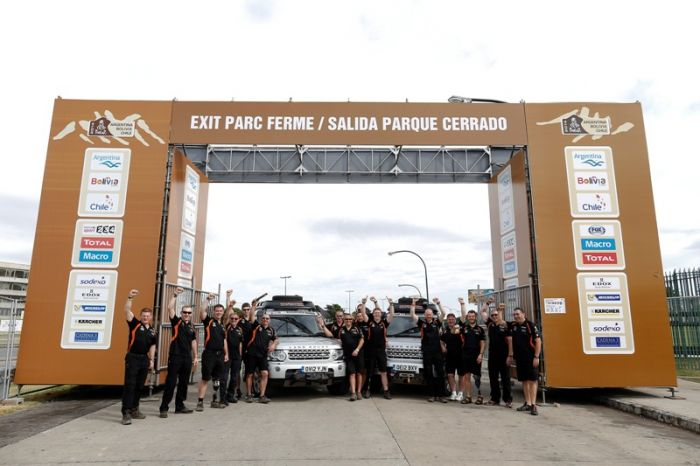 The Race2Recovery team of injured soldiers and civilian volunteers pose with their Land Rover support vehicles on arrival in Rosario, Argentina ahead of their latest 2014 Dakar rally challenge (PHOTO :  FRANCOIS FLAMAND / DPPI - LANDROVER TEAM AMBIANCE)